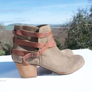 Dolce Vita DV Jaxen Suede Strappy Ankle Boots 9.5